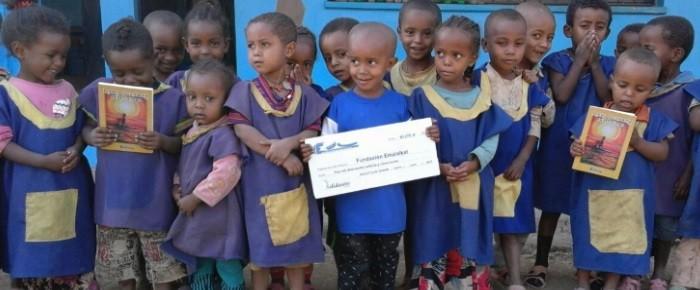 El Centro Infantil Andode recibe el Libro Solidario de Poemas