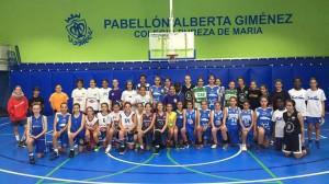 Las jugadoras del Baloncesto Echeyde posan por la derecha de la imagen.
